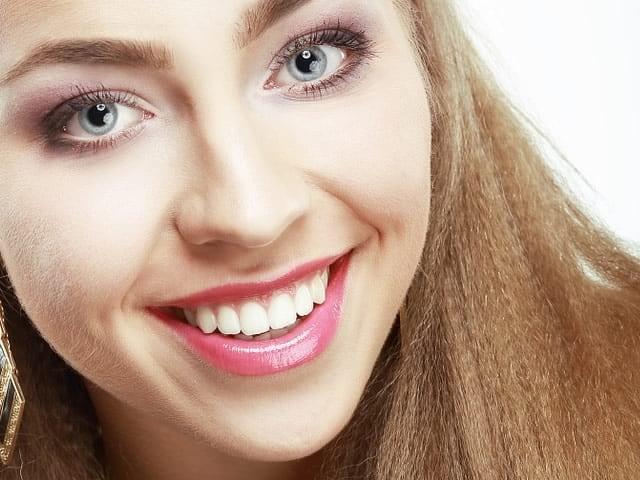 denti bianchi con il bicarbonato